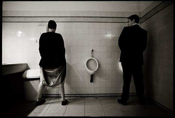 Feminismo urinar em pé